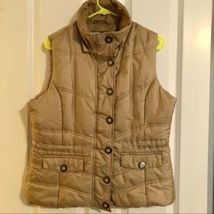 NEW YORK & COMPANY tan puffer vest with zip front